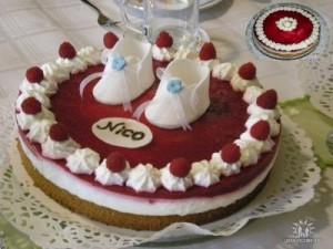 торт малиновый мраморный